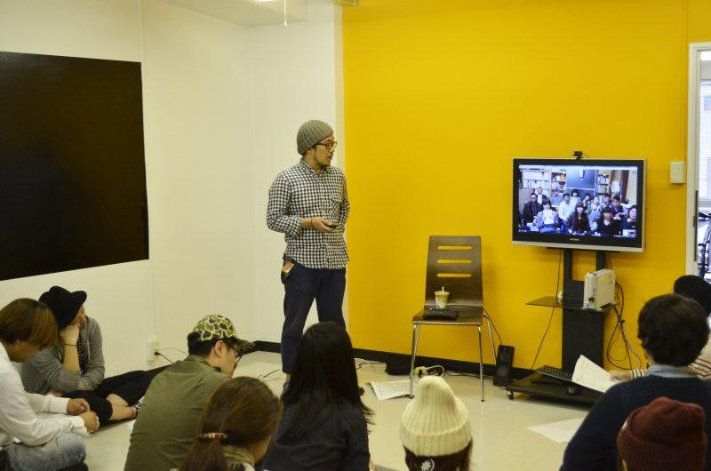 奥のTVに東京の倉庫のメンバーが映っております。