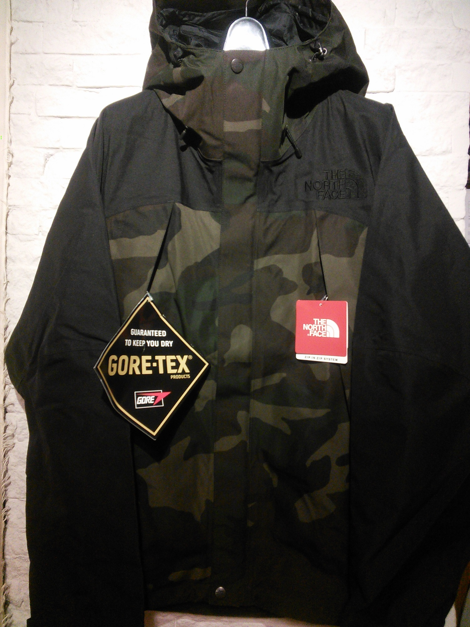 b37c509c49ef7 NOVELTY MOUNTAIN JACKET the north face gore tex (1)